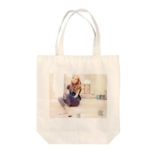西野カナ Tote bags