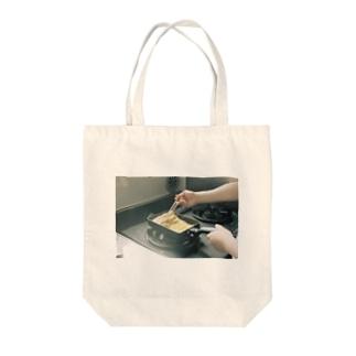朝の卵焼き Tote bags