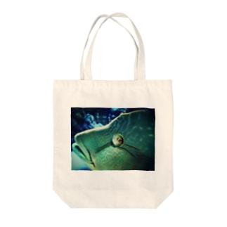アオブダイ Tote bags