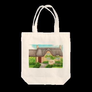 ひつじ好きの未草のギャラリーの茅葺屋根のお家とひつじさん Tote bags
