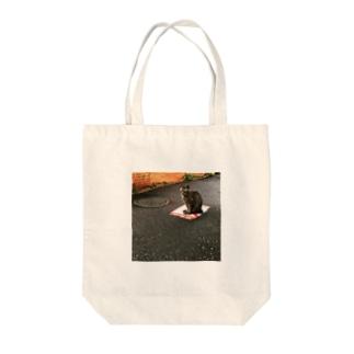 道端の猫 Tote bags