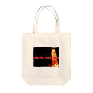 night and day Tote bags