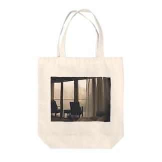 朝靄のなかのまどろみ Tote bags