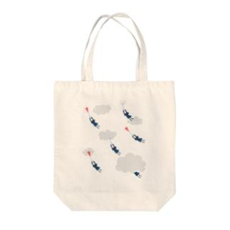 飛ばされる女子高生 Tote bags