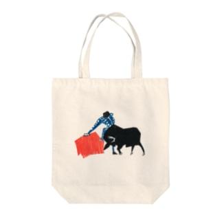 闘牛 Tote bags