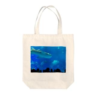 ジンベイザメの写真 Tote bags