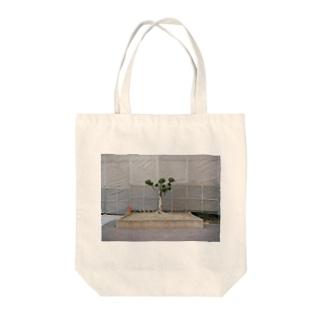 小さい松の木 Tote bags
