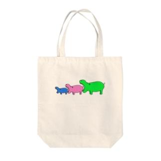 カバを食べようとするカバ Tote bags