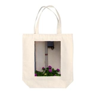 犬のある紫陽花 Tote bags