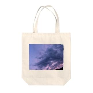 トアルユウソラ Tote bags