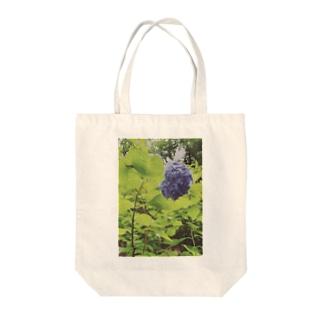 美しさ浮かび上がる雨に濡れた紫陽花 Tote bags