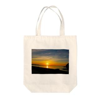 朝日 Tote bags
