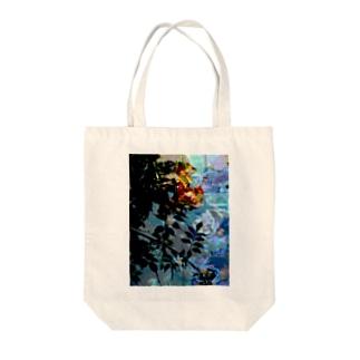 薔薇の影 Tote bags