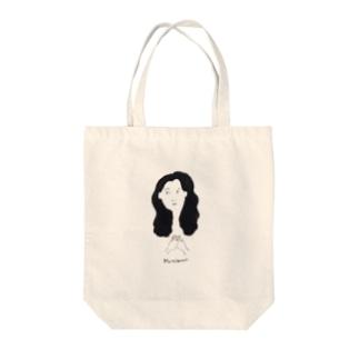 美女 Tote bags
