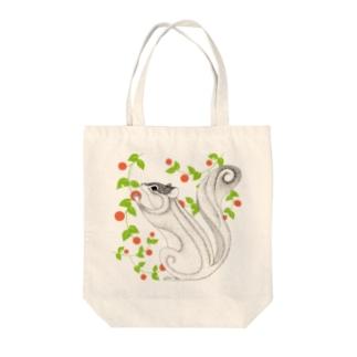 木の実を食べるリス Tote bags