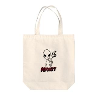 スモーカーエイリアン Tote bags