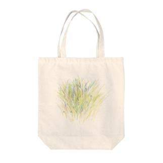 草をじっと Tote bags