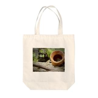 ヤマトヌマエビストレッチ Tote bags