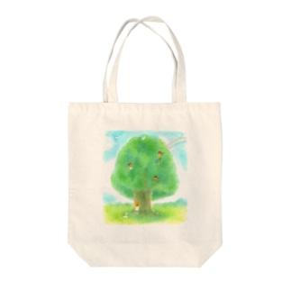 大きな木とかくれんぼ Tote bags