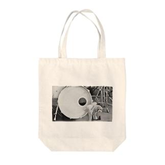 ドラム×犬 Tote bags