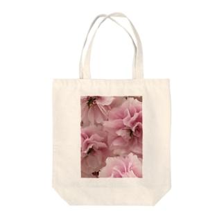 八重咲き Tote bags