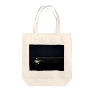 海に向かう少年よ Tote bags