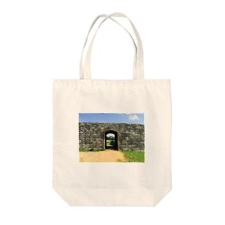 zakimi castle Tote bags