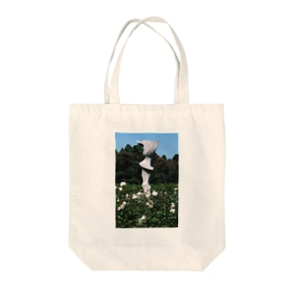 Dreamscapeのホワイトガーデン Tote bags