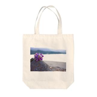 海と砂浜とドライフラワー Tote bags