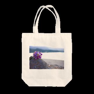 ino_taroの海と砂浜とドライフラワー Tote bags