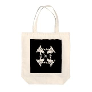 カエルノウタ Tote bags