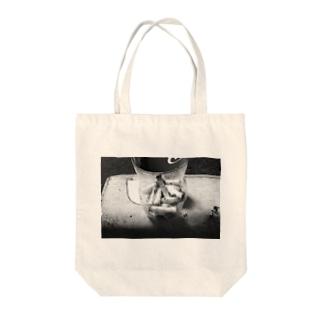 エモみ Tote bags