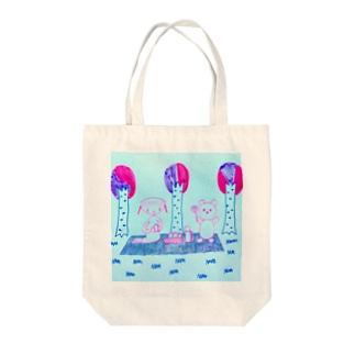 森のピクニック Tote bags