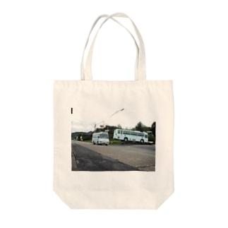 湯之元で休むバスとこけけバスが走る風景 Tote bags