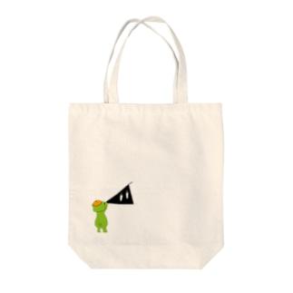 イッちゃんがスリスリくんを描いているというていでお願いします Tote bags