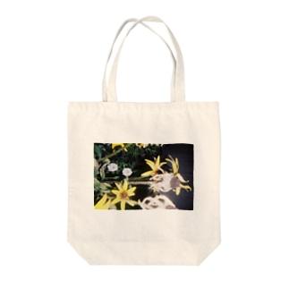夏の終わり花トート Tote bags