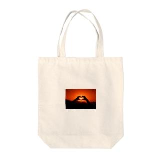 サンセットハート Tote bags