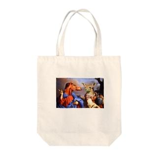 名画のウマとシカ Tote bags
