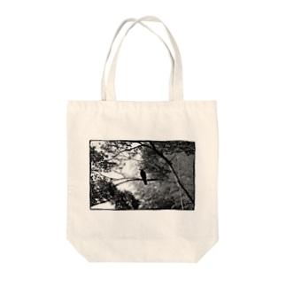 白黒カラス Tote bags