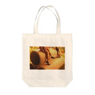 少年とミニスカートと土管と Tote bags