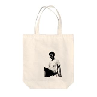 私が噂の銅鑼パーソンです Tote bags