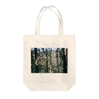 自然の中に Tote bags