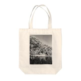 秋を感じる Tote bags
