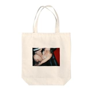土砂降りでカラオケ Tote bags