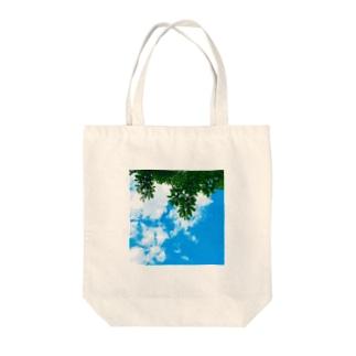 空と緑君 Tote bags