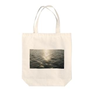 君と海 Tote bags