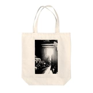 光と影 inバンコク Tote bags