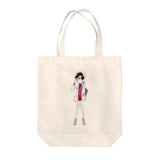 ピラミッドスタッズボーダーTを着た女の子 Tote bags