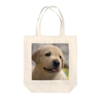 ラブラドール・レトリバーの子犬 Tote bags