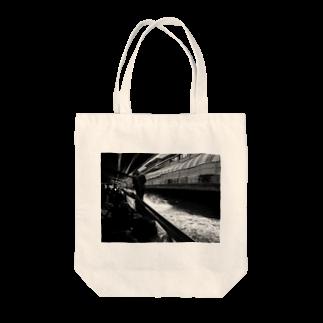 Tadakuni TaniのSpeed Tote bags